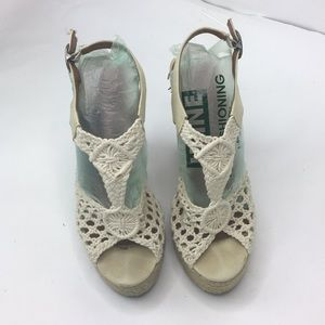 Lucky Brand wedge sandals size 8.5